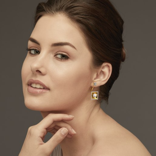 Diamond And White Pearl Earring In Yellow Gold (11.17 Gram)