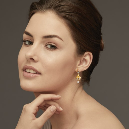 Diamond And White Pearl Earring In Yellow Gold (9.69 Gram) With Diamonds (0.254 Ct)