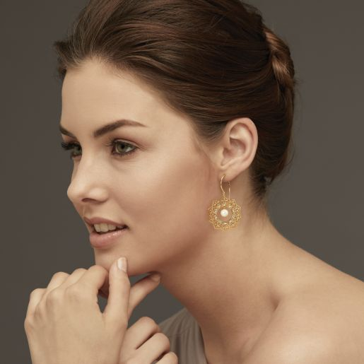 Diamond And White Pearl Earring In Yellow Gold (12.65 Gram)